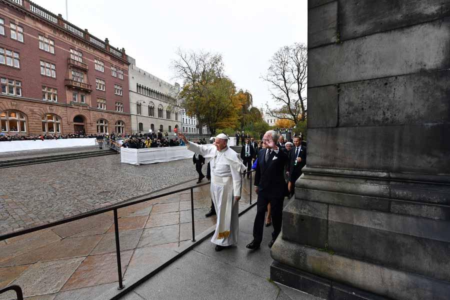 Pope Francis Carl Gustaf Bernadotte, king of Sweden
