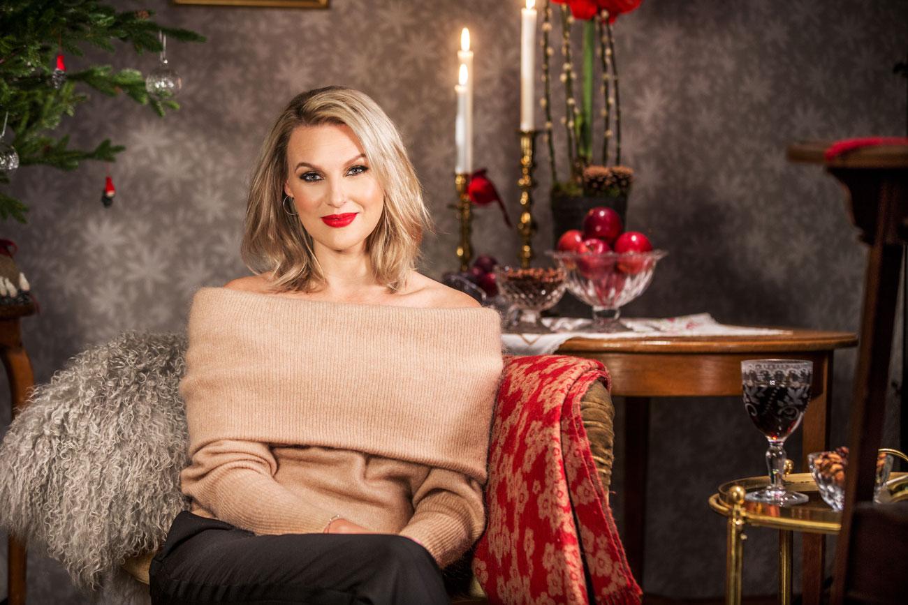Sanna Nielsen är årets julvärd i SVT