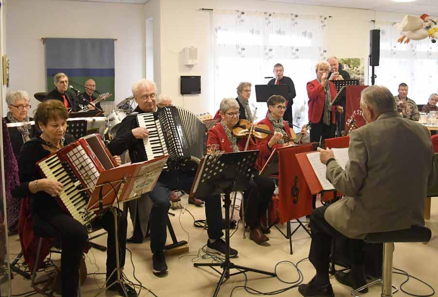 Spjutstorps Badorkester bjöd på musik i juletid