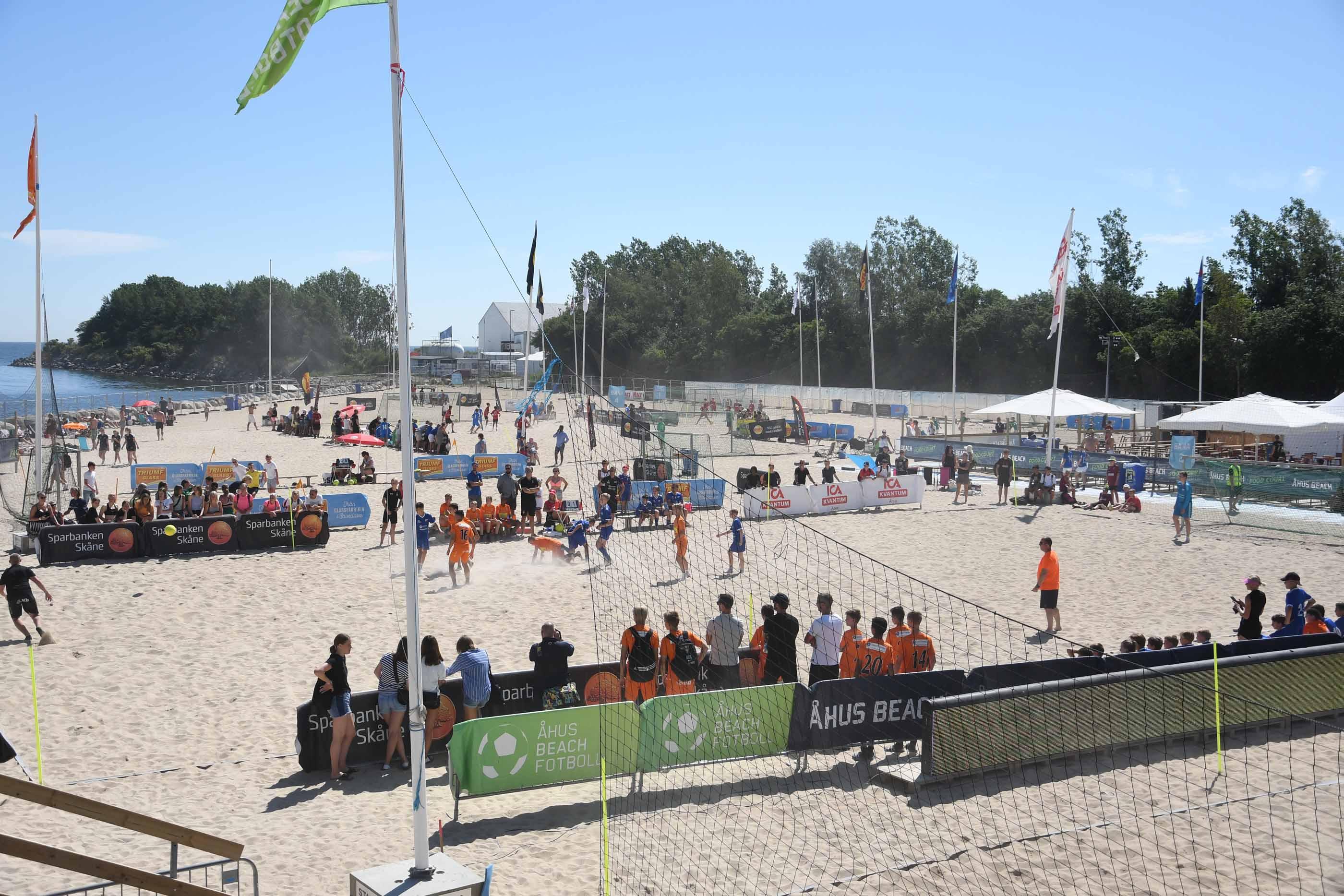 BILDEXTRA: Åhus Beachfotboll är igång